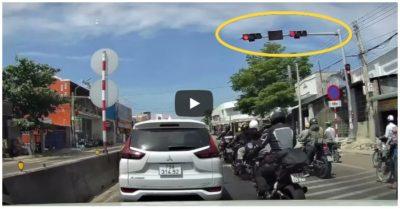 Video đoàn xe phân khối lớn phóng nhanh, thản nhiên vượt đèn đỏ trên quốc lộ