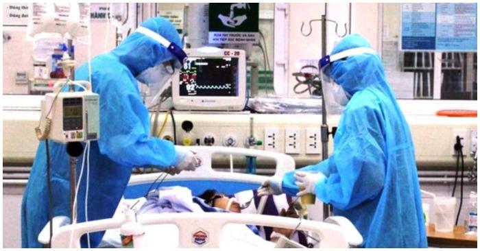 Nhân viên y tế chắm sóc cho bệnh nhân nặng (ảnh chụp màn hình trên trang Sài Gòn Giải Phóng).